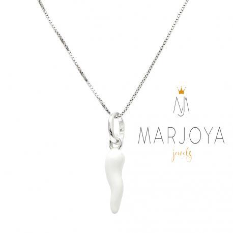 Collana con cornetto piccolo smaltato bianco in argento 925