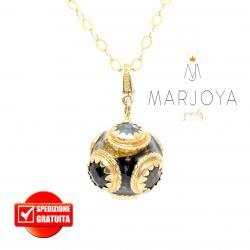 Collana lunga con charms smaltato e quarzi multicolor in argento dorato,100 cm